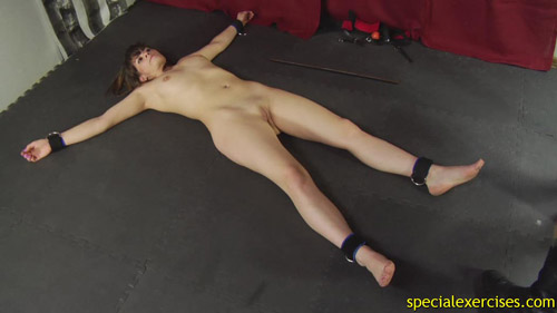 Nude sporty plaything for bdsm tests